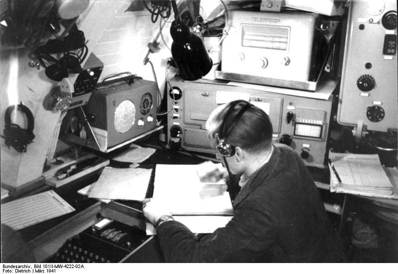 Bundesarchiv bild 101ii mw 4222 02a enigma auf u boot u 124